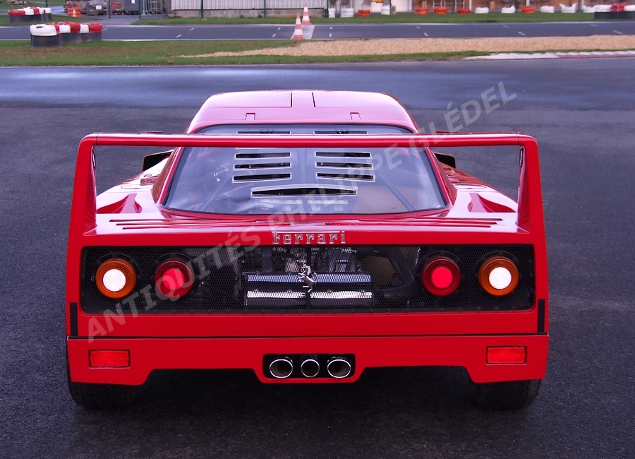 ferrari f40 voiture pour enfant a moteur. Black Bedroom Furniture Sets. Home Design Ideas