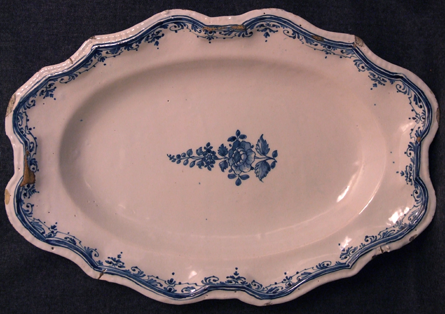 Plat-faience-Auch-Moustiers