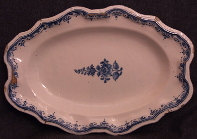 Plat-faience-Auch-Moustiers.jpg