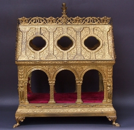 Golden-bronze-reliquary-in-the-néo-Gothic-style